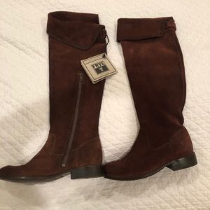 ⬇️NWT Frye Shirley OTK Brown Suede boots size 5.5